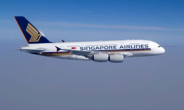 Maszkot is kapnak az utasok a Singapore Airlines járatain
