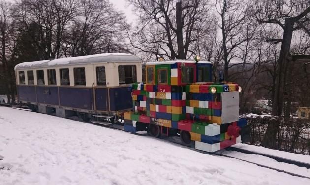 Lego-mozdony a Gyermekvasúton