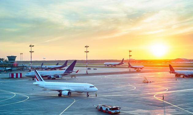 Közel 3400 utasszállító repülőgép vesztegel a földön Európában