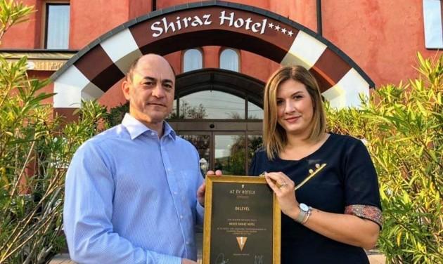 AZ ÉV HOTELE: Átvette közönségdíját Északkelet-Magyarország győztese