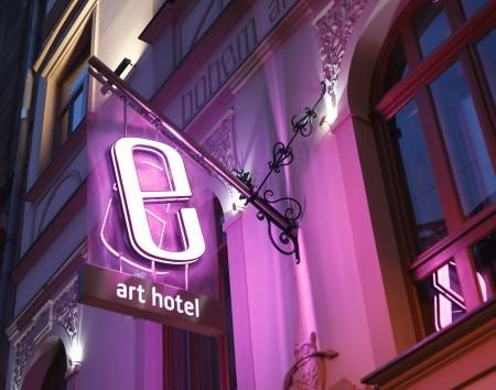 Éjszakás recepciós, Bohem Art Hotel**** boutique szálloda, Budapest, V. kerület