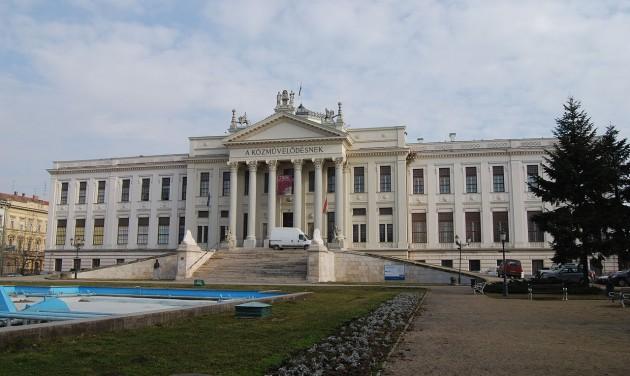 Kilátót építenek a szegedi Móra Ferenc Múzeum tetejére