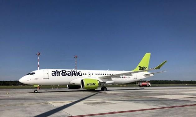 Megérkezett az airBaltic hetedik CS300-asa Rigába