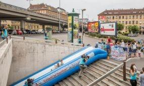 Csúszdás élmények az Árpád hídi aluljáróban