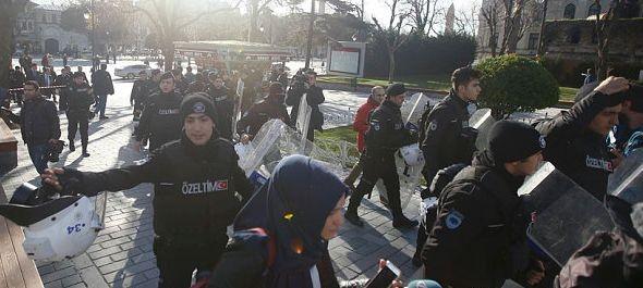 Öngyilkos merénylet Isztambulban: 11 halott