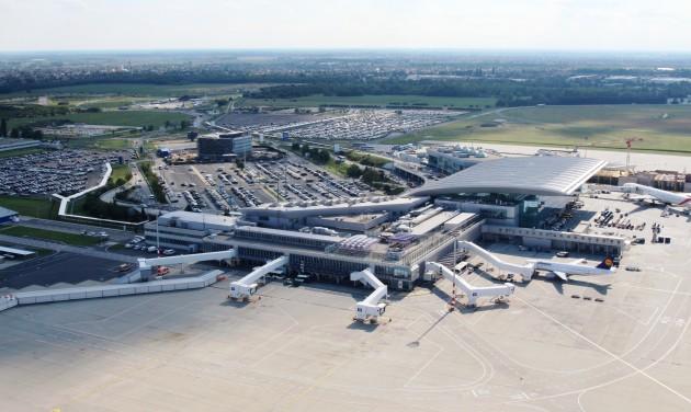 Szerdától útszűkület a budapesti repülőtérre vezető úton