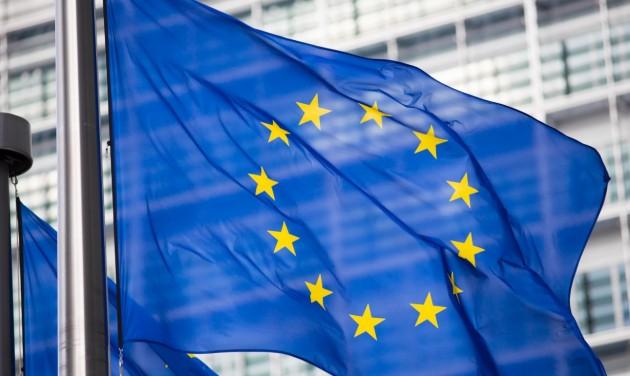 Az EB felkérte az összes tagállamot a hétfői határnyitásra