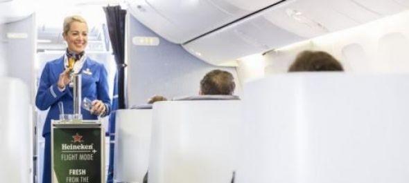 Csapolt sör a KLM fedélzetén