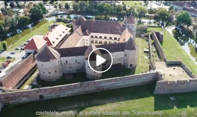 Belföldi utazásra csábít Károly herceg - Romániában (videó)