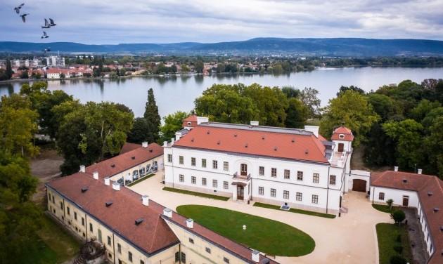 Magyarország vár – A béke szigete Tatán