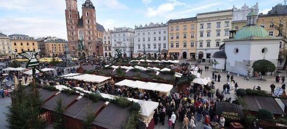 Négy hordó forralt bor a krakkói karácsonyi vásáron