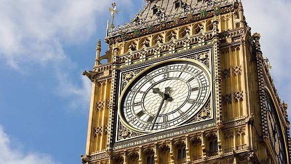 Elhallgat a Big Ben, elsötétedik a Piccadilly Circus