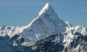 Neszmélyi Emil a Mount Everest csúcsán