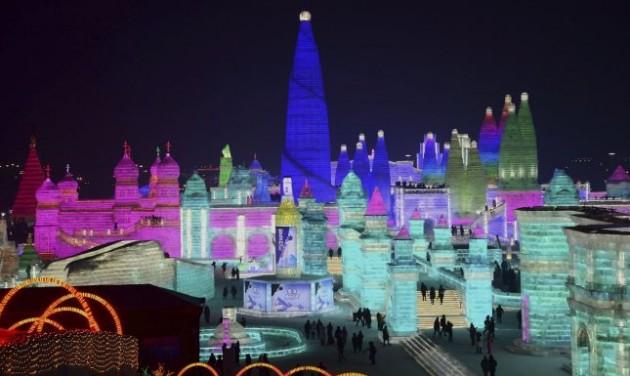 Már állnak a kínai jégfesztivál palotái
