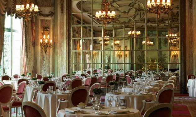 A londoni Ritz nem enged a hagyományokból