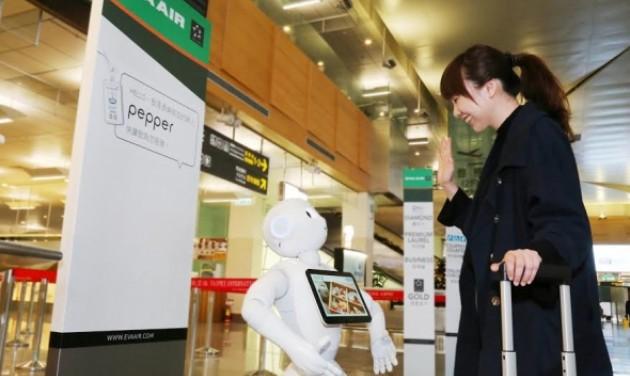 Pepper, a robot köszönti az Eva Air utasait