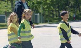 Gyerekhangon megszólaló GPS figyelmeztet a veszélyre