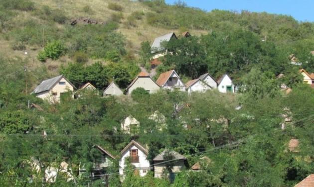 Turistabaráttá teszik Gyöngyöspata történelmi pincesorát