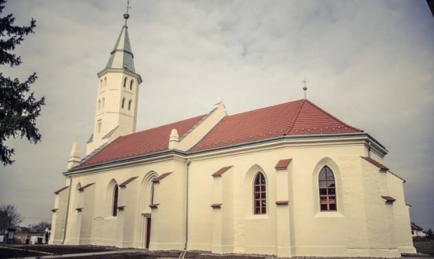 Elismerés a gacsályi templom helyreállításáért