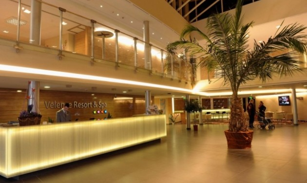 Recepciós és Londiner, Velence Resort & Spa****