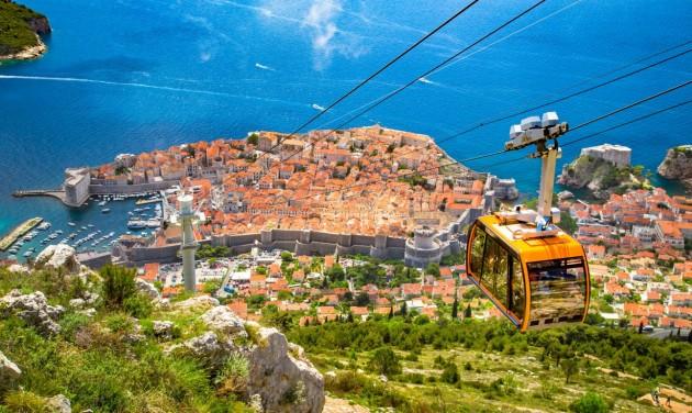 A horvátok és a szlovénok együtt mentenék a nyári turisztikai szezont