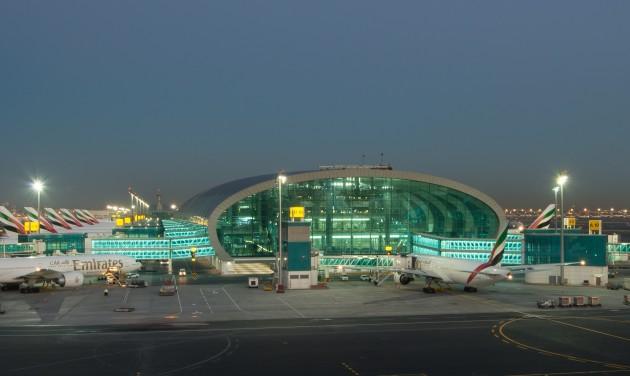 Dubaj repülőterén lezárják az egyik kifutópályát