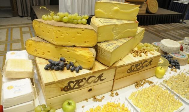 Tehénfejő verseny is lesz a sajtfesztiválon