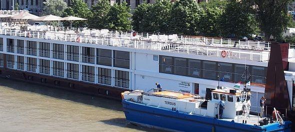 """Kukáshajót és """"zöld"""" kikötőt avattak a Dunán"""