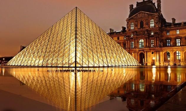 Éjszaka a Louvre-ban