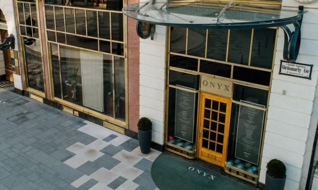 Kalapáccsal verték szét Magyarország két Michelin-csillagos éttermét