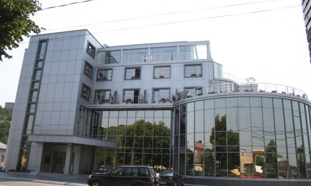 Intézményesített karantén segít a romániai szállodákon