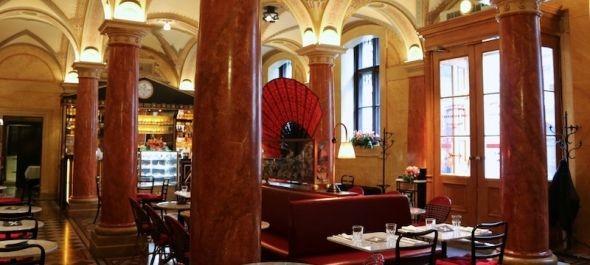 Az Opera Cafe zavartalanul fogadja vendégeit