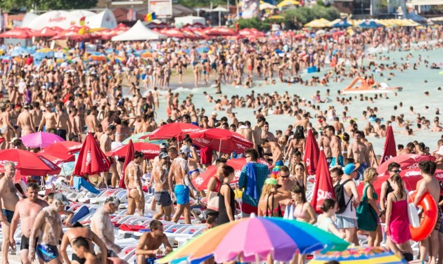 Rekordzsúfoltság és megugrott árak a román tengerparton