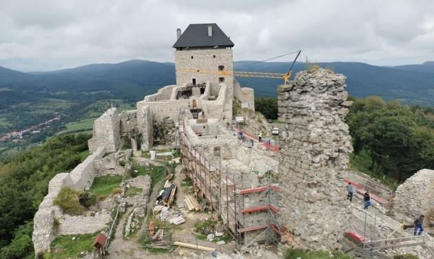 Jövő nyárra újjáépül a 300 éve lerombolt regéci vár palotaszárnya