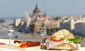 Pénteken nyílik a  9. Budavári Pálinka- és Kolbászfesztivál