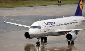 Az Air Berlintől bérel gépeket a Lufthansa, személyzettel együtt