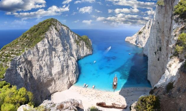 Kötelezően regisztrálniuk kell a Görögországba utazóknak