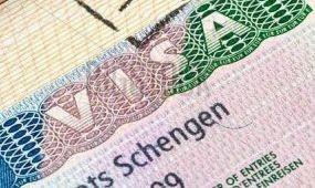 Lassan, de terjed a kiszervezett vízumügyintézés