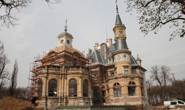 Őszre elkészül a felújított turai kastély