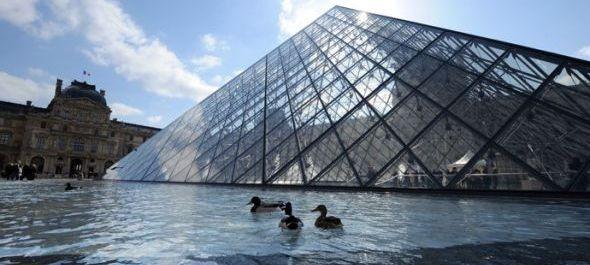Árvíz miatt zárva a párizsi Louvre