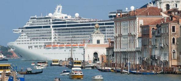 Megadóztatná a tengerjáró hajókat Velence polgármestere