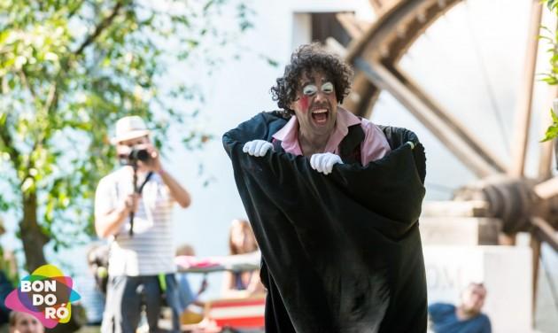 Hamisítatlan utcaszínházi forgataggal tér vissza a Bondoró