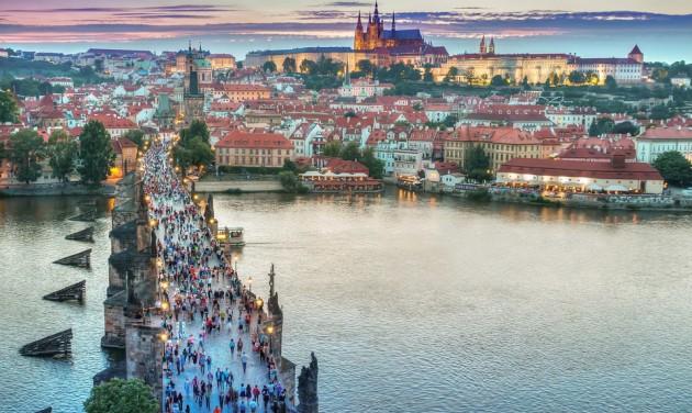 Tűzijáték helyett fényjátékkal ünnepel Prága