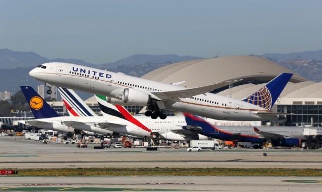 Több női és színesbőrű pilótát képezne a United Airlines