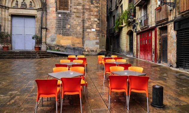 Katalónia két hétre bezáratja a vendéglátóhelyeket