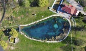 Kitisztítják a tatai Fényes fürdő legnagyobb forrástavát