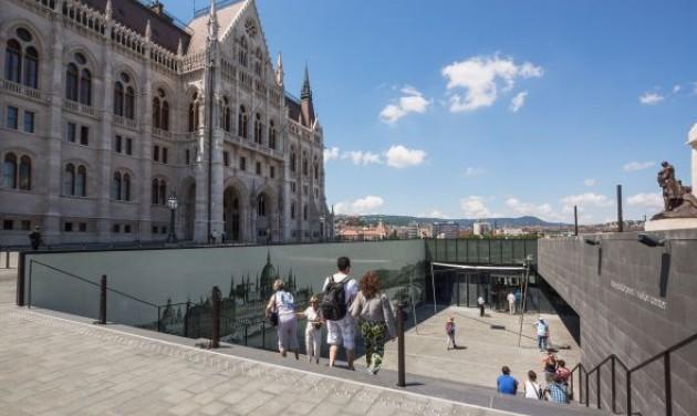 Drasztikusan drágul az Országház a nem EU-turistáknak