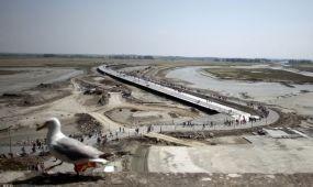 Mesébe illő hidat avattak Normandiában