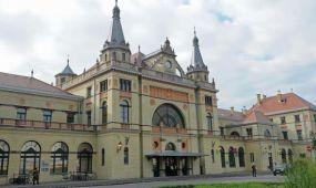Felújított vasútállomás fogadja az utazókat Pécsett