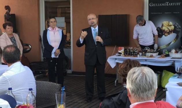 Spanyol golfkóstolóra hívta partnereit a Neckermann